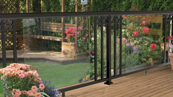 Black-Large-Glass-Panel-with-Wide-Pickets-and-Decorative-Spacers-Railing